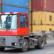 Conatiner Handling inside a container terminal with Straddle and Terminal Tractors